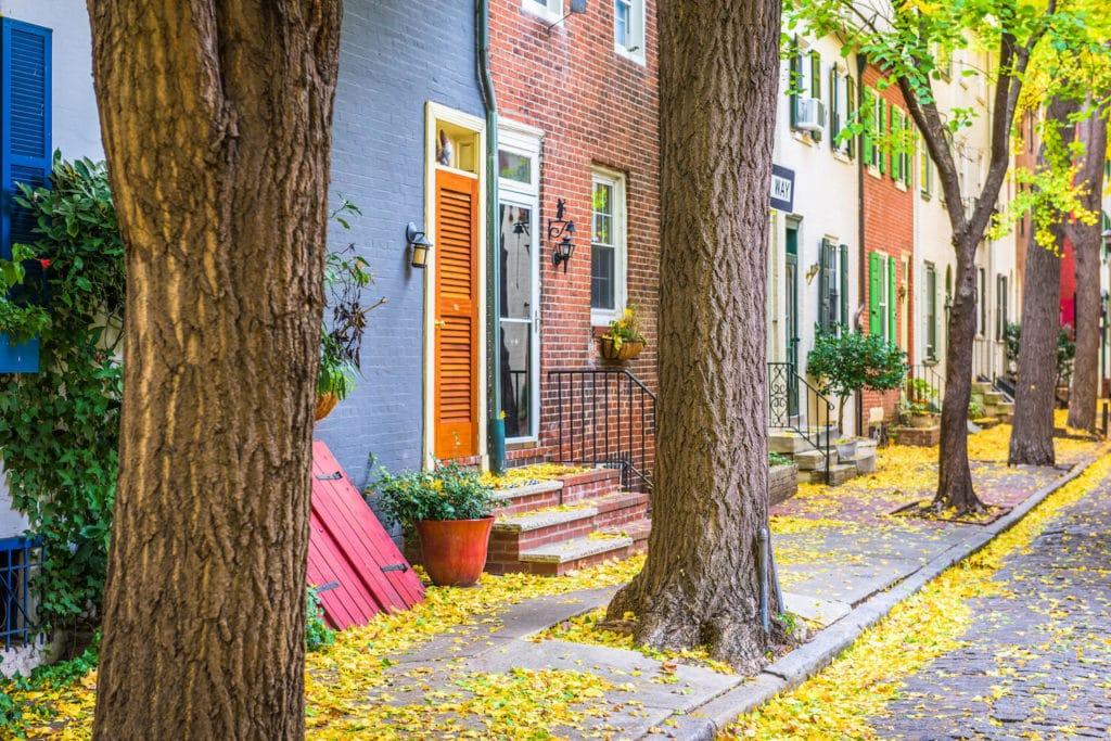 philadelphia-pennsylvania-usa-autumn-neighborhood--V6Y2FTU (1)